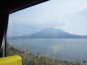 車窓から望む桜島
