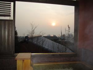 ふぶ庵の半露天からの朝日