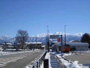 新黒部駅から立山連峰を望む